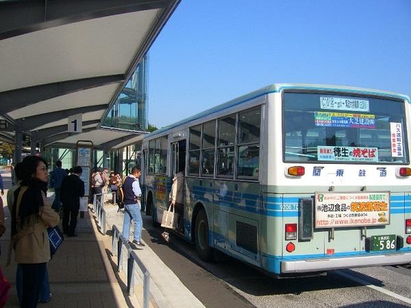 xe buýt là phương tiện công cộng tiện lợi hn