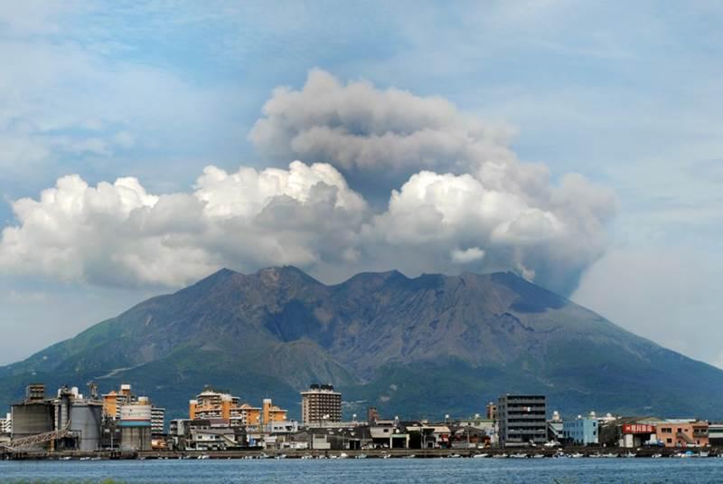 ngọn núi lửa Sakurajima nổi tiếng Nhật Bản hn