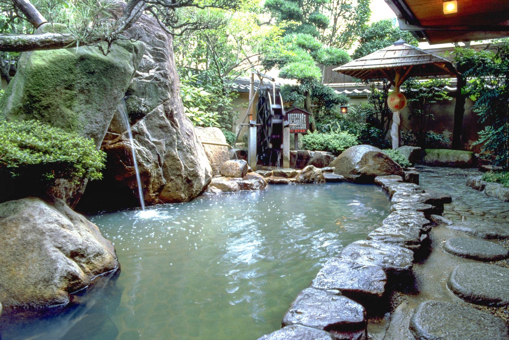 Địa điểm du lcihj và trải nghiệm suối nước nóng cực hot hn