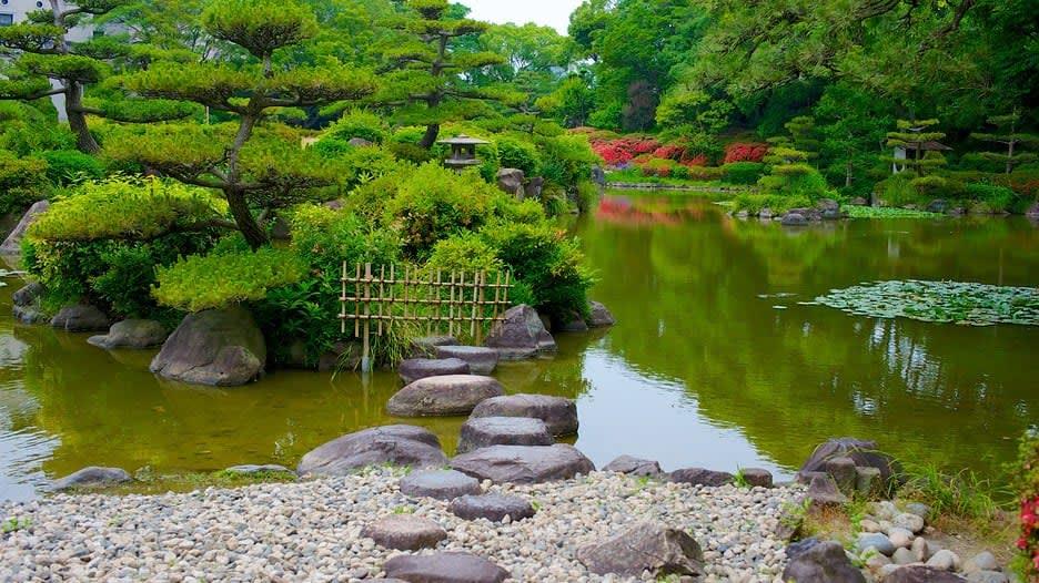 không gian yên bình thu wthar của công viên Tennoji
